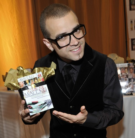 chino y nacho with a Maleku Jewelry gift bag at the Latin Grammy Awards
