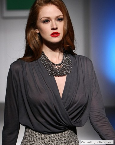 Model wearing chain link necklace by Maleku Jewelry at Miami International Fashion Week