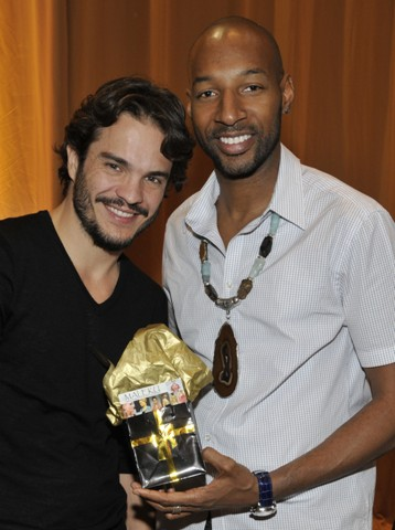 Kuno Becker posing with Maleku Jewelry at the Latin Grammy Awards