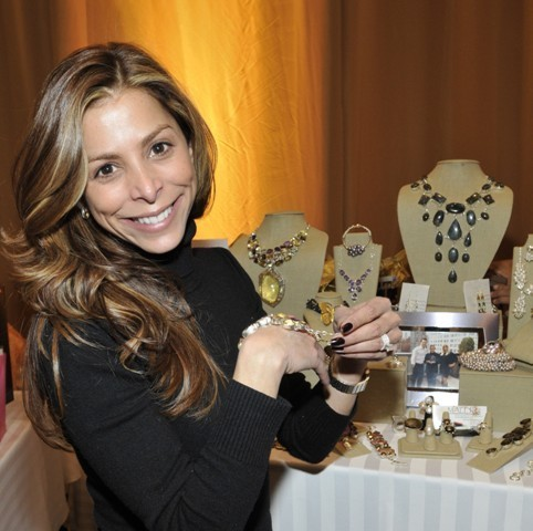 Trying on a Maleku Jewelry bracelet at the Latin Grammy Awards