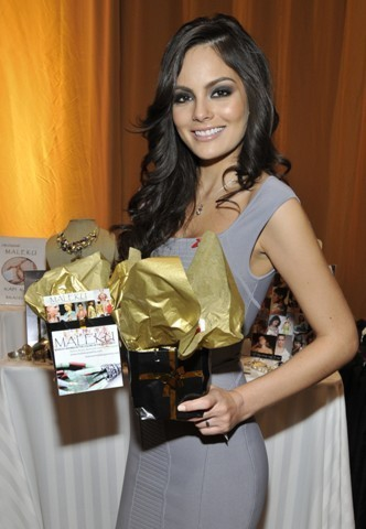 Ximena Navarrete Miss Universe posing with Maleku Jewelry at the Latin Grammy Awards